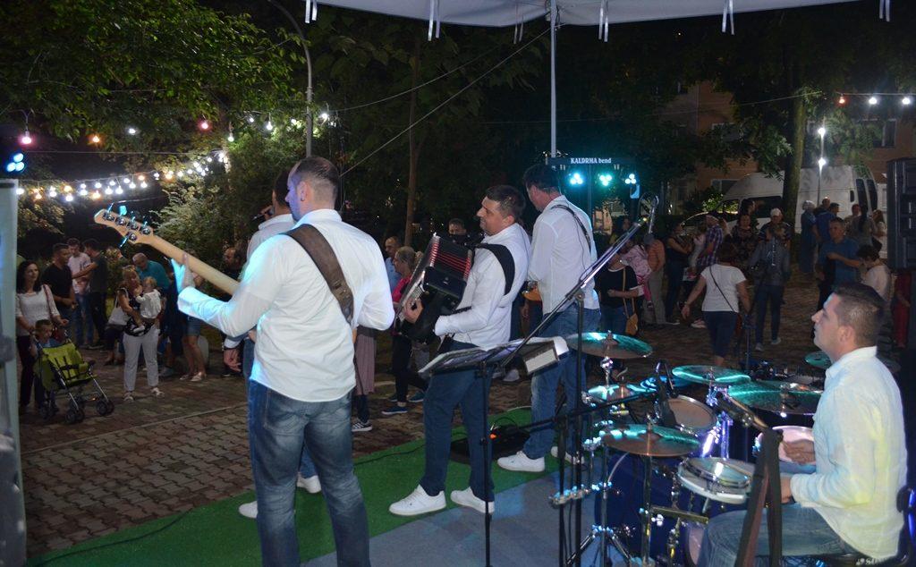 """Kaldrma bend iz Banja Luke zabavljao građane 9. dan"