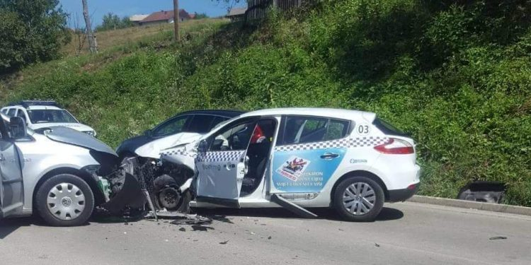Teža saobraćajna nezgoda u Trnovima: Povrede zadobilo šest lica